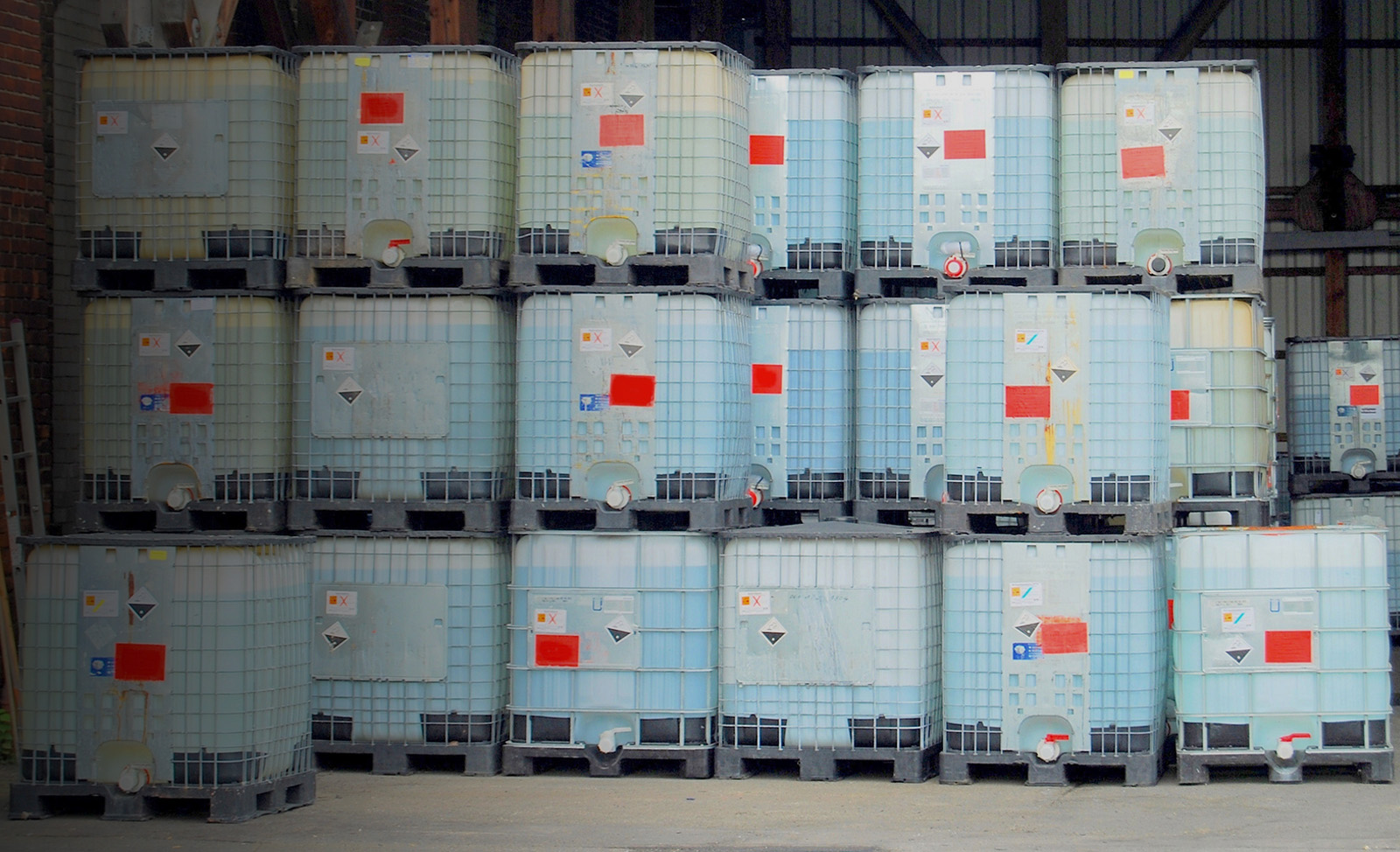 bigstock-Chemical-container-in-a-wareho-IBC-1600x900px_header_grey